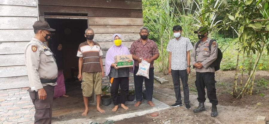 Giat Sedekah Jumat Polsek TPTM Rohil Berikan Bantuan Sembako Kepada Warga