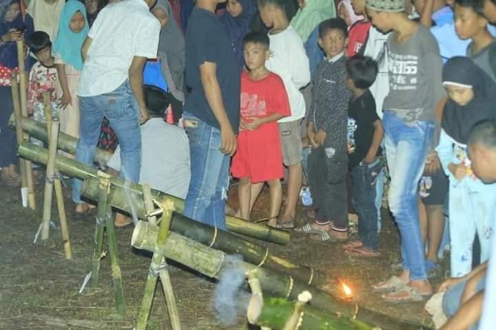 Melalui Festival Meriam Bambu, Rahmat Pantun Dan Komunitas Tepak Sirih Ajak Anak Mengenal Kembali