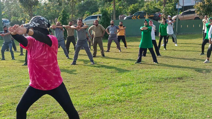 Polsek Tanah Putih Laksanakan Olah Raga Bersama TNI Polri di Koramil 02 Tanah Putih