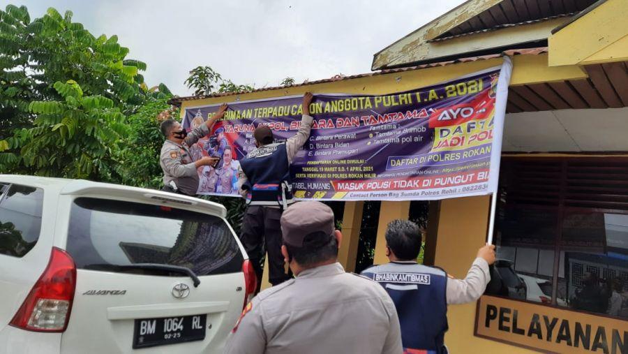Polsek TPTM Rohil Pasang Spanduk Sosialisasi Penerimaan Anggota Polri Tahun 2021