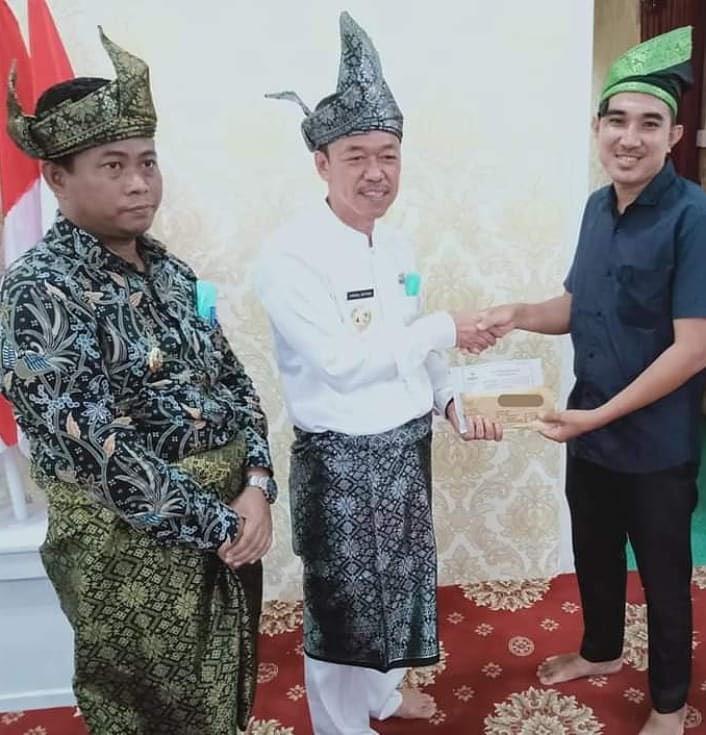 Rahmat Pantun Silaturahmi dengan Bupati Dan Wakil Bupati Rohil Masalah Seni Dan Budaya.