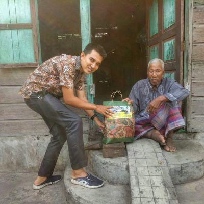 Jelang Idul Fitri, Dodol Ketan Ayam Putih Pungguk Dan BRCN TPTM Berbagi dengan 4 Orang Pelaku Ekonomi Kreatif Lansia Dan Disabilitas