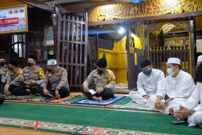 Kapolda Riau Ikuti Khotmil Qur'an dan Silaturahmi di Masjid Jami' Air Tiris Kampar, Kapolres Jajaran Menandatangani MoU Dengan NU