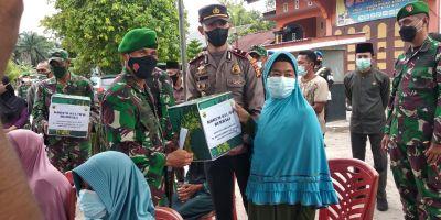 Kapolsek TPTM Serah Kan Batuan Bersama Danrem Untuk Kaum Dhuafa Dan Anak Yatim