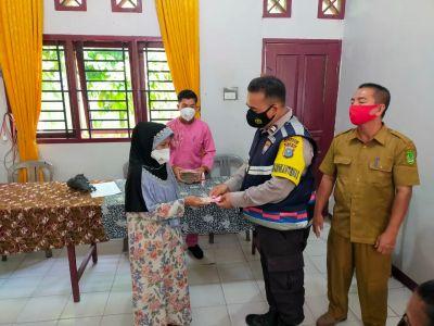 Polsek TPTM Awasi Penyaluran BLT-DD Di Melayu Besar TPTM Rohil