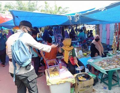 Polsek TPTM Kembali Bagikan Masker di Pasar Jumat