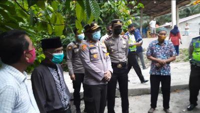 Waka Polres Rohil Serahkan Bantuan Sembako Terdampak positif covid-19 Di Dampingi Polsek TPTM